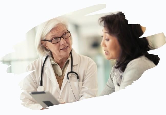 Médecin spécialiste en consultation avec sa patiente