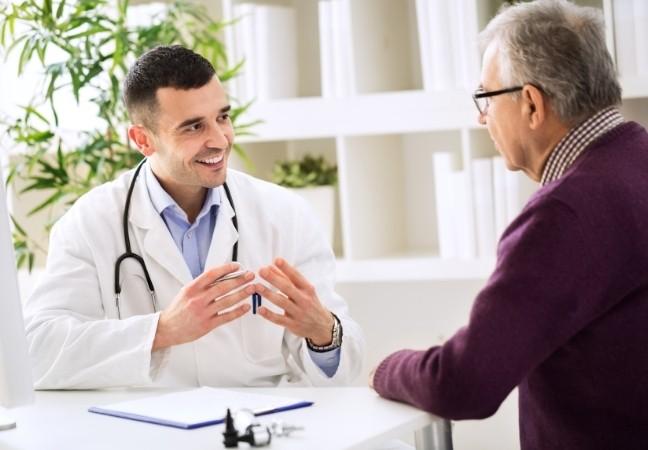 Médecin spécialiste en rdv avec son patient